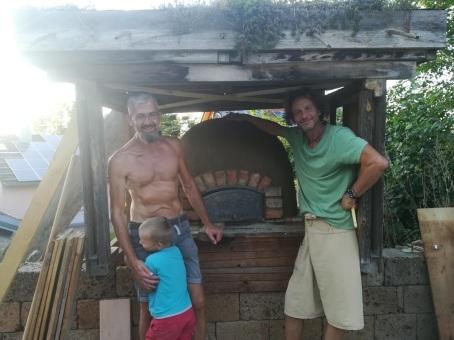 Christoff und Anton beim Ofen